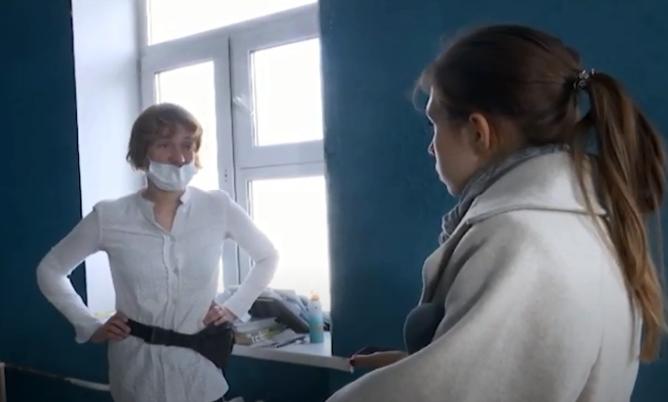 Екатеринбурженка, у которой забрали детей из-за гор мусора в квартире, отсудила их у опеки
