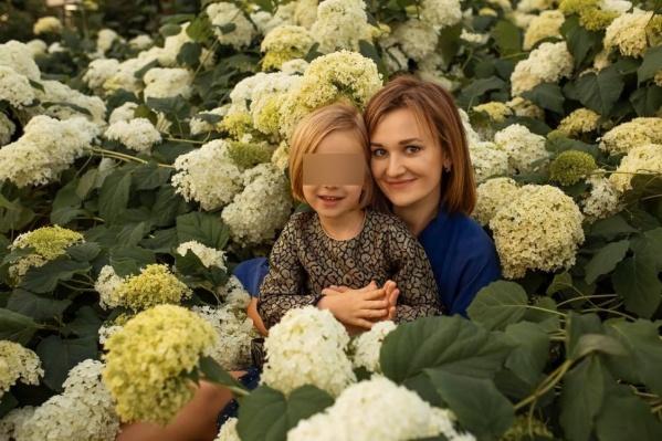 По словам мамы ребенка, она не видела дочь почти два месяца