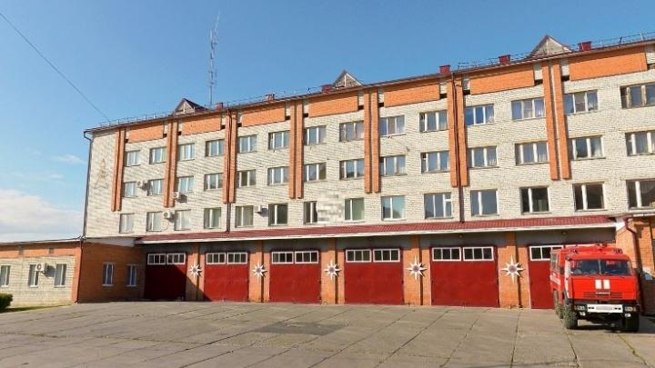 В Тюмени под колеса пожарной машины попал сотрудник МЧС