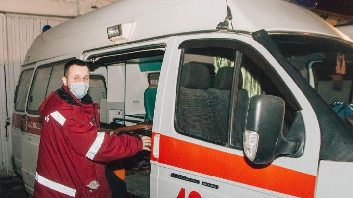 «Для кого-то COVID — страшилка, для меня — работа»: студент-медик — о буднях скорой помощи