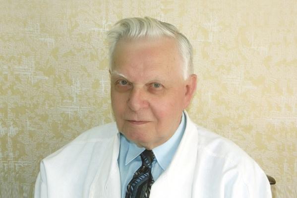 Яков Саулович стал врачом во время Великой Отечественной войны