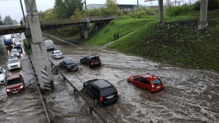 «Может, в этом причина потопа?» За год в Екатеринбурге отремонтировали всего 58 метров ливневки