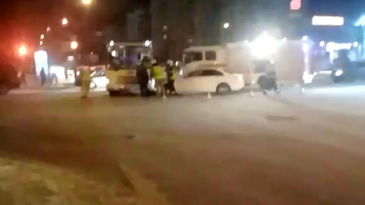 «Резкий удар был»: на Обводном канале в Архангельске иномарка врезалась в автобус