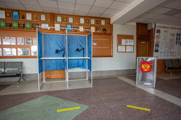 Так будут выглядеть участки в день голосования: не больше двух кабинок рядом и разметка на полу