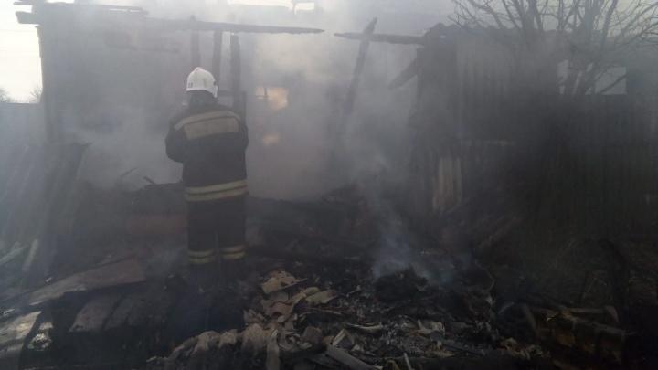 В Волгоградской области при пожаре погибли трое человек