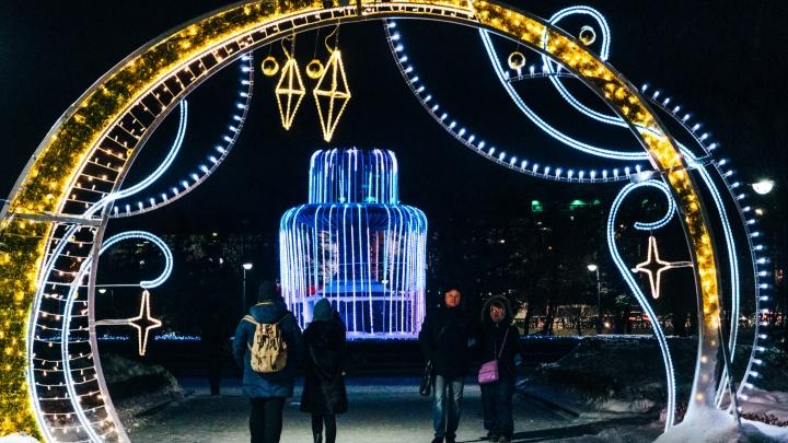 Развлеки себя сам? Сколько Омская область сэкономила на подготовке к Новому году из-за ковида