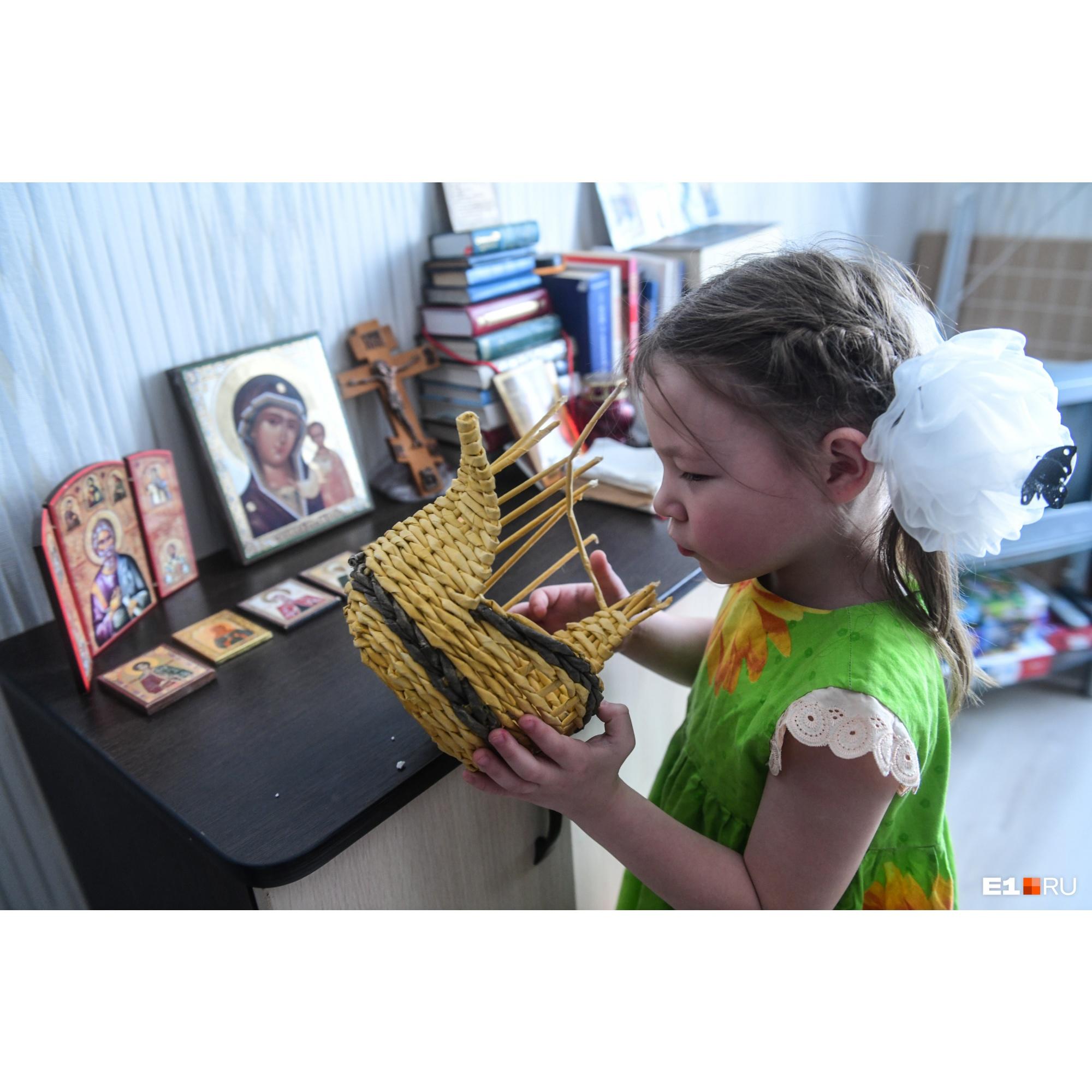 Эмилия любит рукодельничать, как и ее бабушка Екатерина