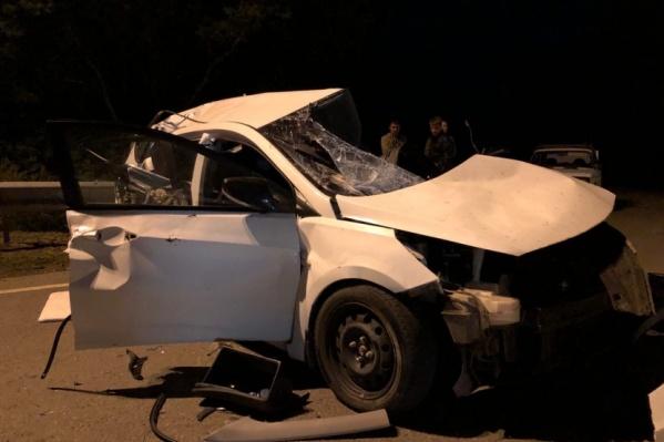 В аварии погибли водитель Hyundai Solaris и его 34-летняя жена