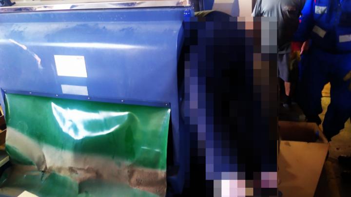 В Самаре мужчину зажало насмерть прессом для картона