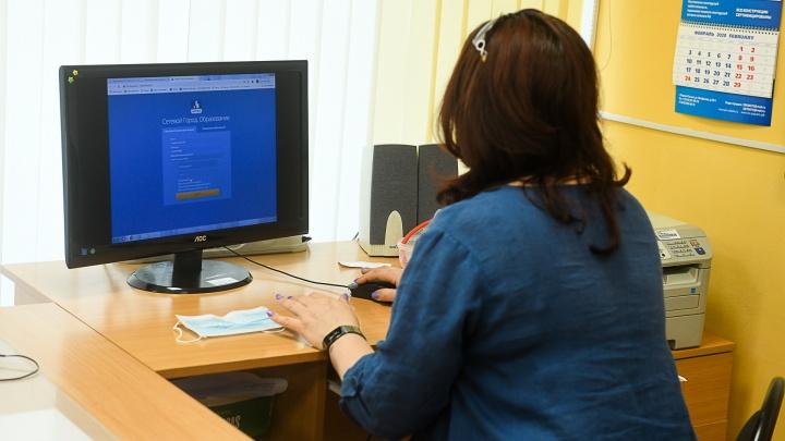 В Екатеринбурге после каникул выявили новые случаи заражения коронавирусом в школах