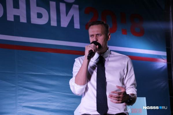 Алексей Навальный уже сутки находится в омской больнице