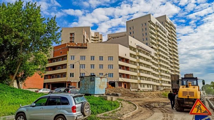 Левобережье манит: около «Студенческой» достраивают жилой комплекс — почему его называют перспективным