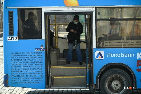 В мэрии раздумывают, как убедить горожан носить маски в транспорте