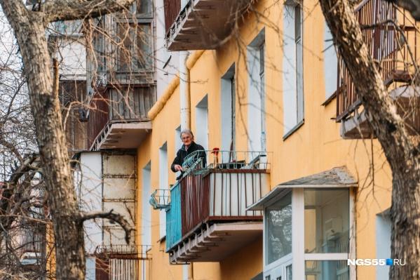 Омские пенсионеры находятся на самоизоляции дольше всех