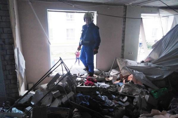 Специалисты говорят, что несущие конструкции здания не повреждены