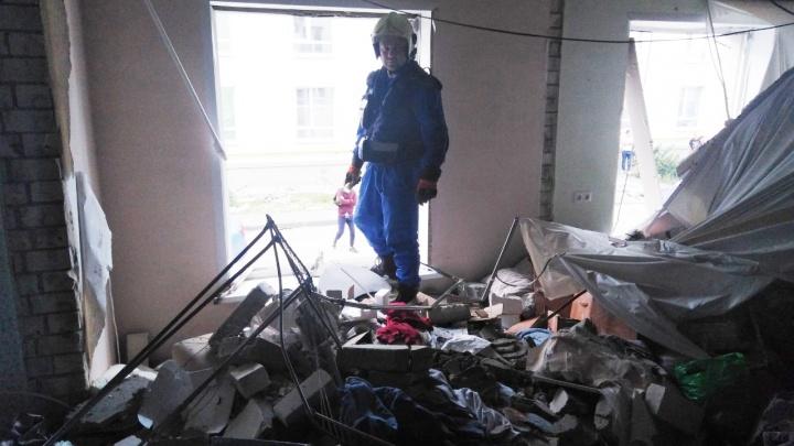 «Почему такие повреждения?»: Азаров решил привлечь строителей к расследованию взрыва в Крутых Ключах