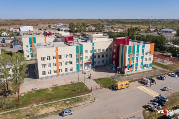 Школу строили два года