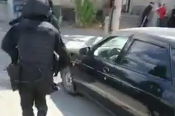 Волгоградцев задержали возле МРЭО в Дзержинском районе