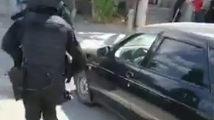 Вымогателя BMW с сообщниками задержали возле здания волгоградского ГИБДД