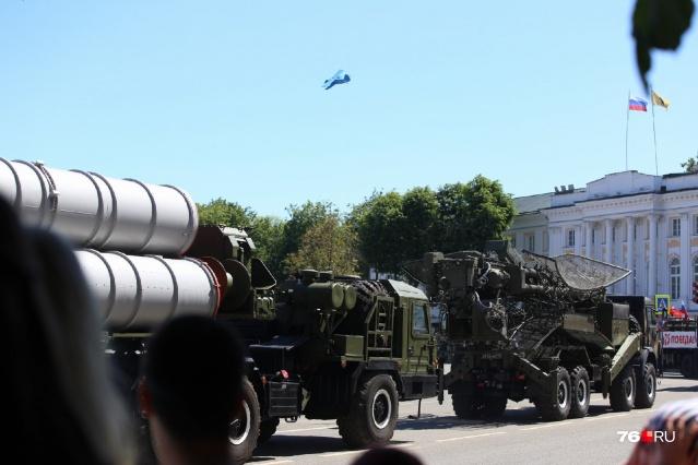 Посмотреть на парад военной техники — святое!
