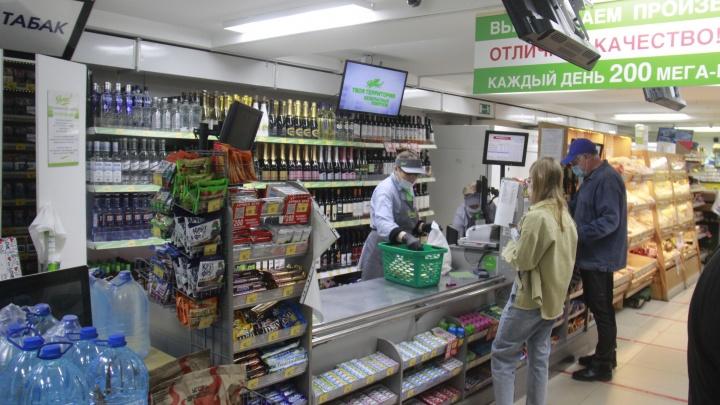 Репрессии в продуктовом: как чиновники наказывают магазины Новосибирска за покупателей без масок