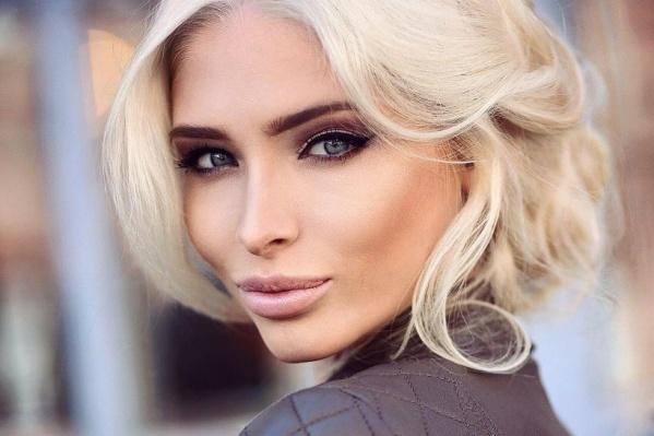 Мы же считаем, что девушка хороша с любым цветом волос. Что скажете?