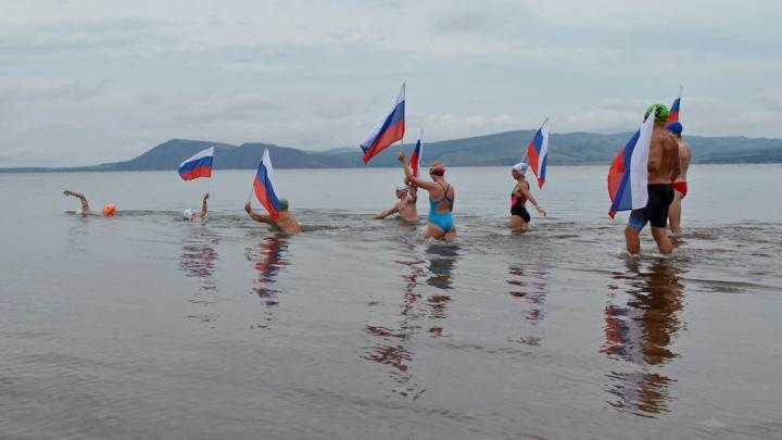 Восемь спортсменов отправились в 3-дневный заплыв в холодной воде Енисея из Новосёлово