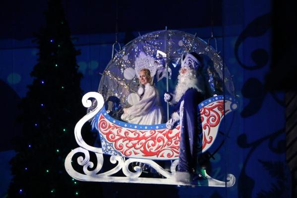 Школьники в этом году не посмотрят на летающих Деда Мороза и Снегурочку