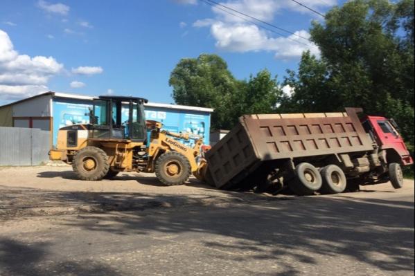 Очередной грузовик ушёл под землю в Гаврилов-Яме
