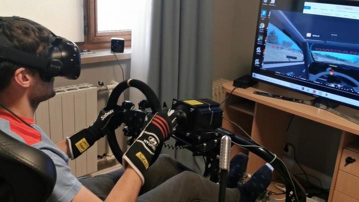 Чемпион на изоляции: история автогонщика, который устраивает заезды прямо в квартире