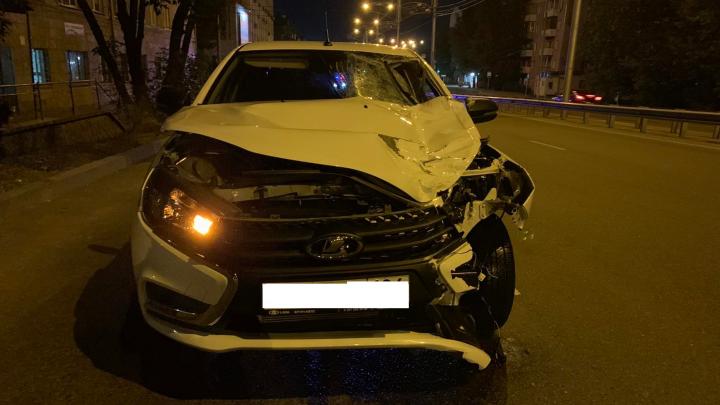 Девушка переходила дорогу и погибла в ночном ДТП