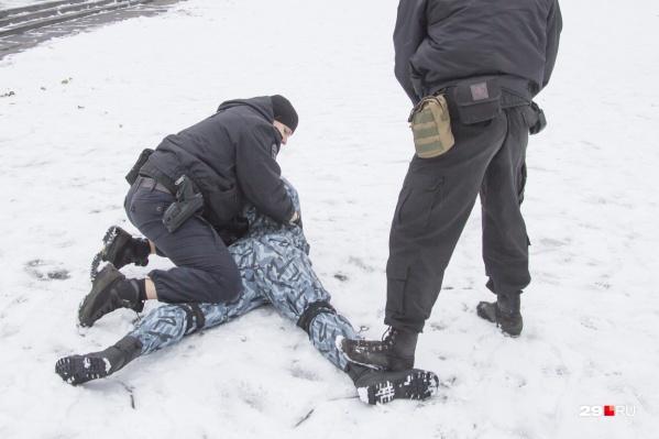 Задержали мужчину после того, как 13 апреля он в поселке Октябрьский напал на продавцов в магазинах