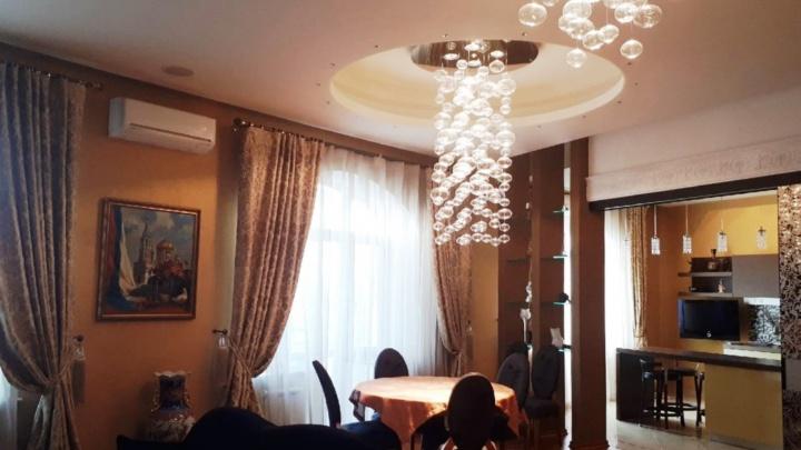 В Омске за 30 миллионов продают трёхкомнатную квартиру в доме по соседству с губернаторским