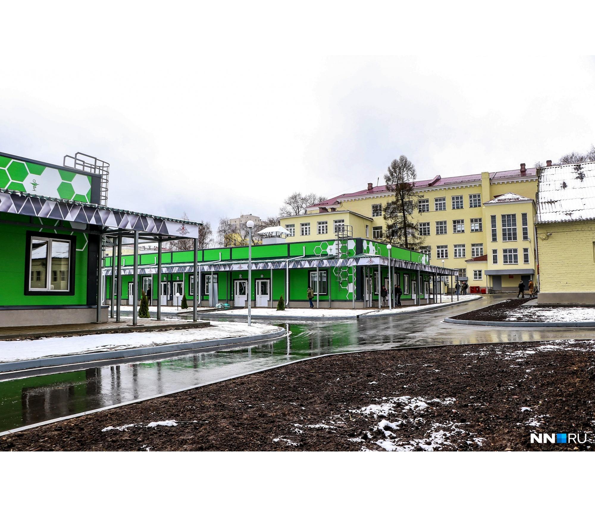 Модульное здание уже полностью готово, работы были проведены и на территории