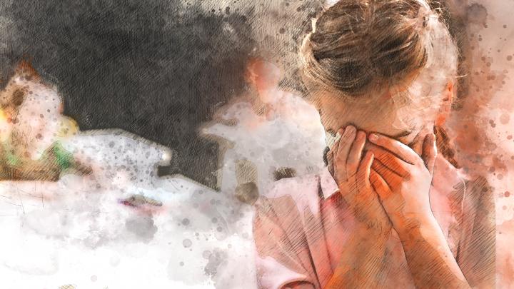 «Если отец изнасиловал ребенка, то виновата мать». Психолог развеяла самые частые заблуждения о педофилии