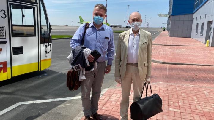 Московские врачи спасли в самолете потерявшего сознание волгоградца