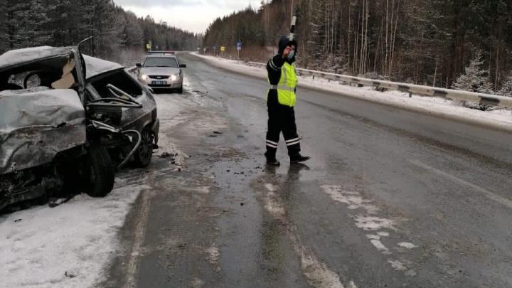На Серовском тракте погиб водитель «Лады», врезавшийся во встречный Chevrolet