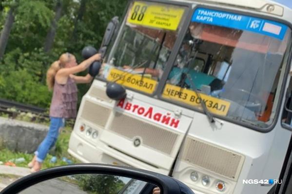 В салонах всех маршруток висит обращение к пассажирам