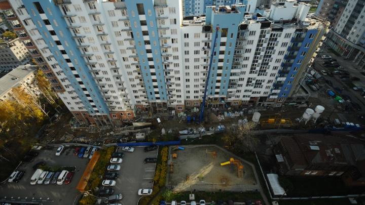 Теперь вы «элита»: почему за трешку на окраине Екатеринбурга придется платить двойной налог