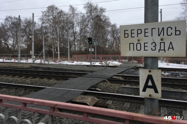Сбитого поездом мужчину спасти не удалось