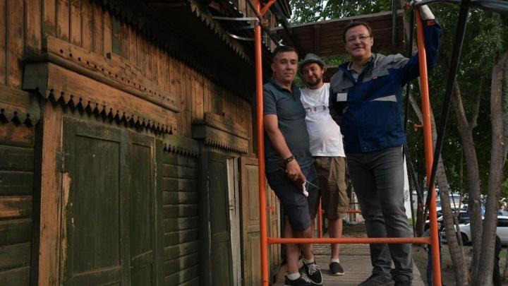В Самаре обновляют фасад дома на Братьев Коростелёвых