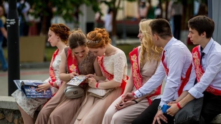 Власти Краснодара рассказали, как в городе пройдут выпускные в школах