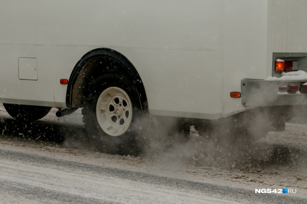 Как говорят региональные власти, причина смога — это печное отопление частного сектора, выхлопные газы от автомобилей и географическое расположение региона
