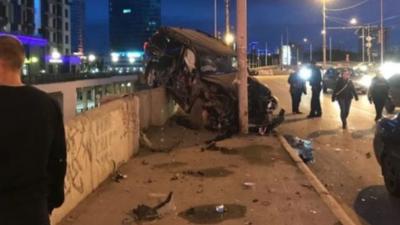 Дорожное видео недели: повисший на мосту внедорожник, смертельная встречка и капот против пьяницы