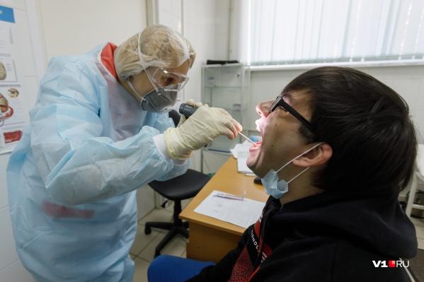 С каждым днём заболевших коронавирусом становится больше