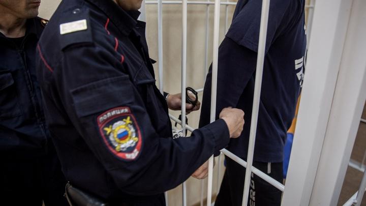 Однофамильцы пошли под суд за разбойное нападение на оператора заправки под Новосибирском