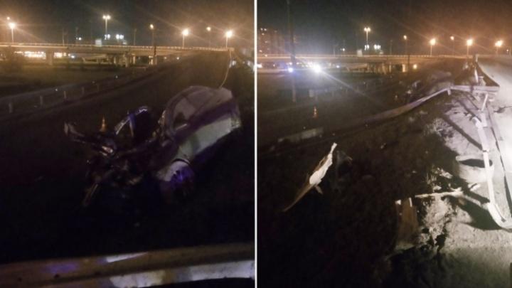 Лобовое столкновение, погоня за бесправником, ёжик в Тюмени и потоп в гаражах: дорожные видео недели