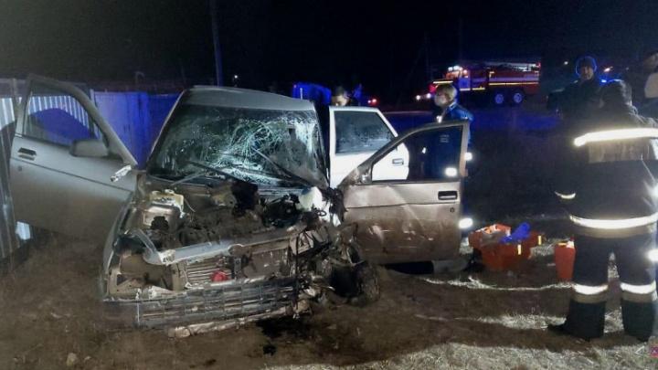 Под Волгоградом легковушка протаранила машину скорой помощи — четверо пострадавших