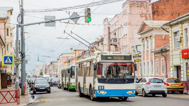 Последние рейсы будут выезжать в семь: в Ярославле резко сократят работу общественного транспорта