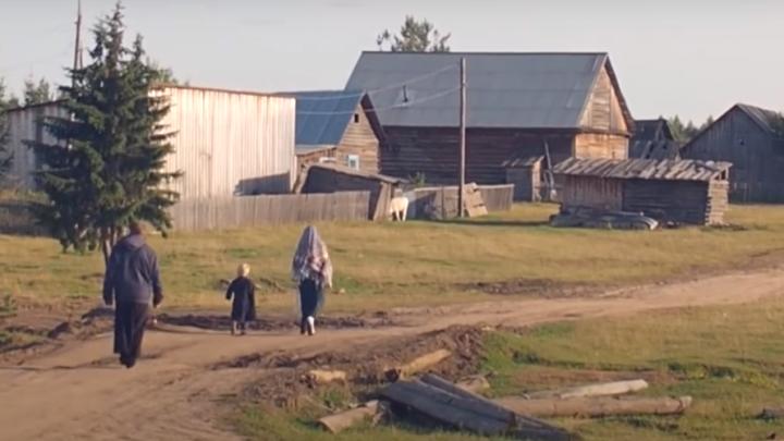 В поселке староверов сгорел дом с женщиной и двумя детьми